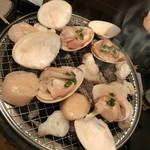 70049847 - 蛤は口が開いたらタレをかけて蒸発するまで焼きます