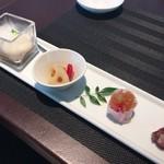 70050860 - 飲茶 2000円コースをスープ変更で2500円に。 前菜 見ためも綺麗^ ^