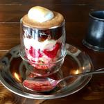 珈琲焙煎所 旅の音 - コーヒーゼリーパフェとグアテマラコーヒー