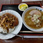 コムギラーメン - カツカレーセット(1,100円)