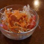 ナタラジャ - ディナーセットのサラダ