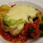 70054885 - (2017/5月)「ポークとアボカドのチーズ焼き、トマトソース 温野菜添え」