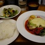 キッチンれん - (2017/5月)「ポークとアボカドのチーズ焼き、トマトソース 温野菜添え」