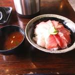 70057658 - 三色丼1000円