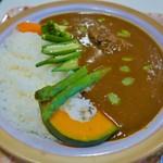 カフェアンドダイニング ヤマヤ - 料理写真:地元の野菜を使った贅沢カレー(1300円)