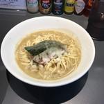煮干乱舞 - 中華そば 醤油  クリーミィな繊細な仕上げ豚骨鶏ガラのWスープに ガッツん煮干の荒々しさを+ 後引くクセの強さ。ハマるかも。