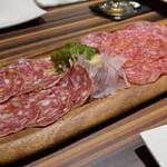 肉バル×イタリアン RIVIO - サラミ2種盛り合わせ
