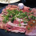 あみやき亭 - 料理写真:味わい焼肉三味 1000円