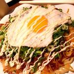 広島焼HIDE坊 - ネギかけ+目玉焼き