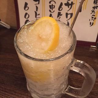 夏季限定!シャリシャリの焼酎とレモンたっぷり凍結レモンサワー