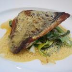 ランデヴー・デ・ザミ - お魚料理 長崎産鯛のポワレ、ウニ風味のソース