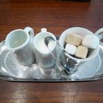 ランデヴー・デ・ザミ - ミルク、砂糖