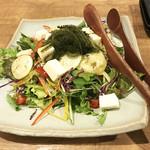 北堀江 ほおずき - 海ぶどうと夏野菜のサラダ♪