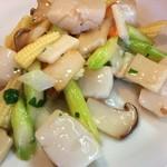 中国料理 天蘭 - ランチ前菜。ホタテの大葉風味炒め         帆立、アスパラ、茸、大葉、etc.。色合い良し