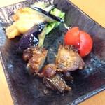 中国料理 天蘭 - ランチ前菜。牛肉のバーベキューソース炒め。 (焼豚風?)       揚げ茄子、キュウリ、ミニトマト