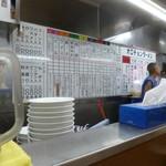 北海道ラーメン 来々軒 - '17/07/09 厨房壁には寸評あり