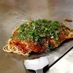 お好み焼 よっちゃん - 料理写真:肉玉そば イカ天 ネギかけ