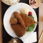 築地食堂 源ちゃん - 魚河岸フライ定食\1250