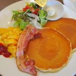 ジロー珈琲 - モーニングパンケーキプレート