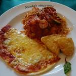 ニコラス - (2017/5月)<プレートランチ> ・自家製ピザ&チーズポテト、小エビとズッキーニのトマトソーススパゲティ