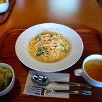 Dining Cafe Lloyd wright - ほうれん草とサーモンのクリームパスタ