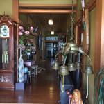 リーベ - 玄関正面の廊下
