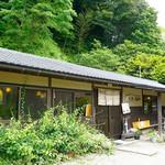 木漏れ陽 - 三瀬峠の道から少し外れたところにありますが、行列必至の人気店です。
