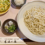 木漏れ陽 - 『北山天おろしそば』1,050円。 蕎麦の芽の天ぷらと大根おろしがついています。