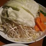 ホルモン・ジンギスカン たたら - 肩ロースセット3人前の野菜