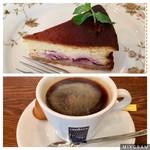 reboante - デザートの、チェリーのベイクドチーズケーキ。       下はアメリカーノ、薄い!