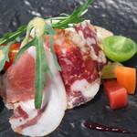 トラットリア イル フィオレット - 自家製生ハムとサラミ、チーズの盛り合わせ