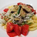 トラットリア イル フィオレット - シラス、小松菜、茄子、トマトのタリオリーニ