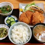 キッチン食堂 城山 - 私が選んだ「やまと豚赤身のメンチかつ定食」!!