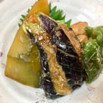 キッチン食堂 城山 - 鶏もも肉・南瓜・茄子・油揚げ・ピーマンが入ってます!