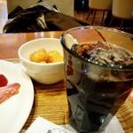 70089426 - アイスコーヒーにハッシュポテト。
