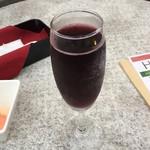 イタリアン・トマト カフェスペリオーレ - 【ハッピーアワー】スプマンテ(スパークリングワイン) 赤 278円(税別)