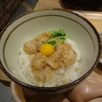 こめらく ニッポンのお茶漬け日和。 - 鯛のごま和えが乗ったご飯