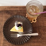 テノワ - ケーキセット 750円(税込) 注文 ・チーズケーキ ・完熟梅のソーダ