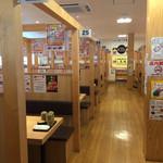 回転寿司すしえもん - 店内も広くテーブル席もたくさんあります