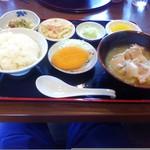 とん汁家 歩歩 - とん汁定食(800円)