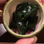 四季の味 哲粋 - 能登だけでとれる金時草、紫蘇色に染まったお出汁が美しい