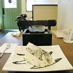 カフェ ド リオン - 黒ゴマのシフォンケーキと冷たいコーヒー