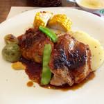 """70102739 - 「カルネランチ」のメインの肉料理は""""伊勢地鶏のグリル""""。"""