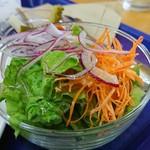 かびら食堂 - サラダも丁度いい量です