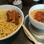勢拉 - つけ麺・極太メンマトッピング・ネギ増し(赤いのは私が入れた一味唐辛子)