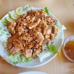 四川亭 - 油淋鶏は鶏モモ肉3枚! (大蒜の有無は聞いてくれます)