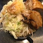 らーめん絆 - 味噌ラーメン400g野菜マシ、極厚肉増し、その他マシマシ(上から)