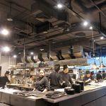 Zense - 一番奥にはメインの料理を作る厨房があり、オープンスタイルなので作業が間近に見えるのも好印象です。