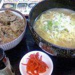 丸八そば - 料理写真:牛丼とラーメン500円