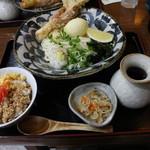 千舟屋 - LUNCH SET(950円、斜め上から)